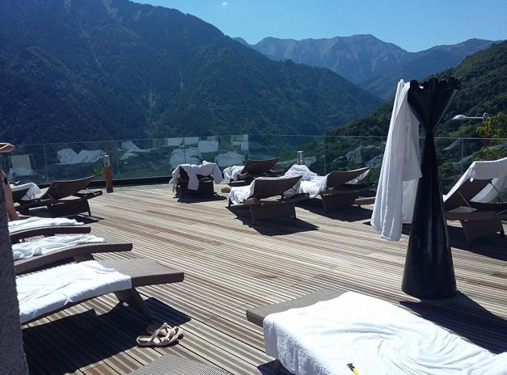 terrasse-exterieur-solarium-thermes-berthemont-les-bains